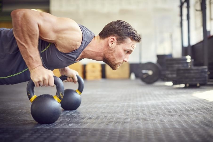 Combinar aeróbicos y trabajos de fuerza