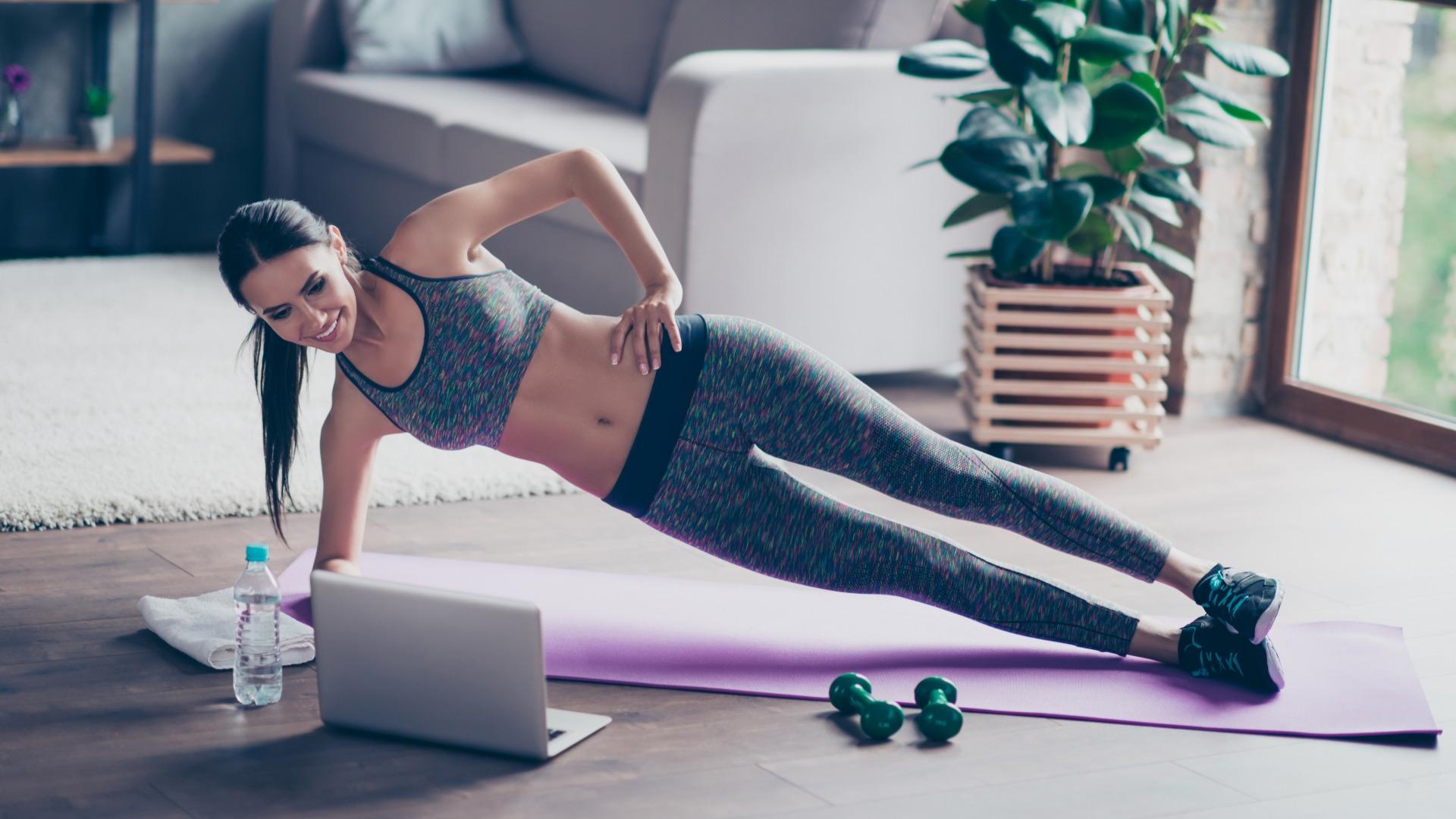 Cómo hacer ejercicio en casa. Entrena sin pesas o máquinas