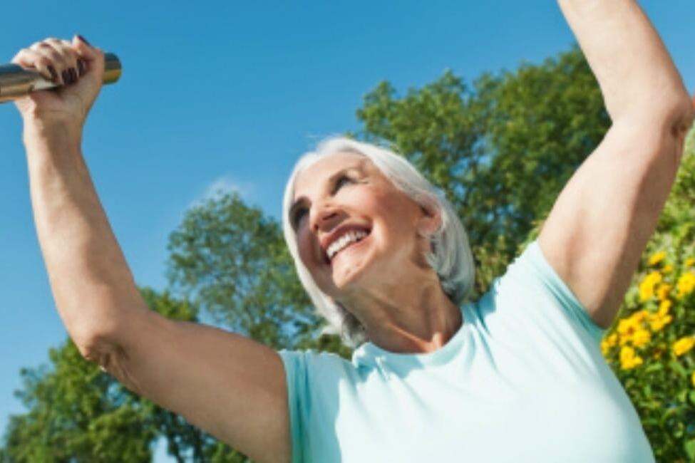 ¿Cuál podría ser un programa de ejercicio para una persona con osteoartritis?