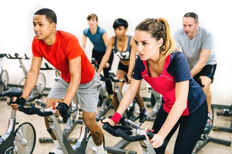Ejercicios para fortalecer las rodillas - Hacer bicicleta