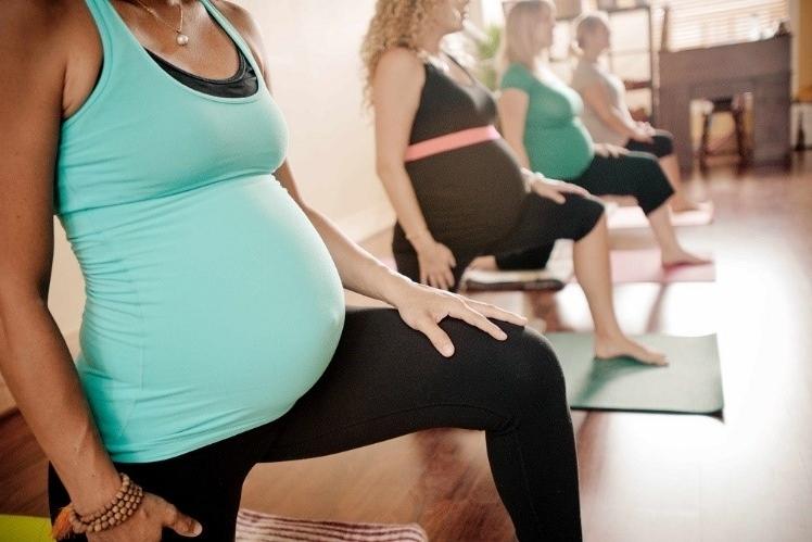 Ejercicios y posturas a evitar durante el embarazo