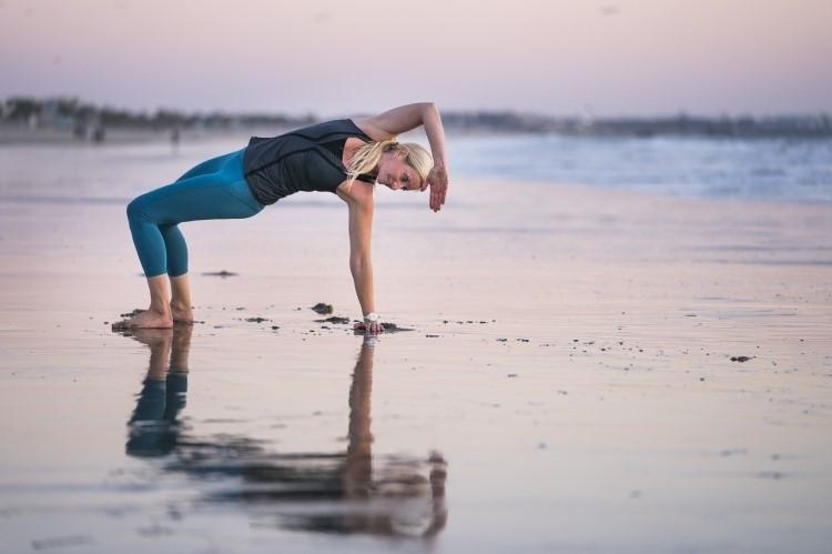 Ejercicios y posturas de animal flow - Crab reach