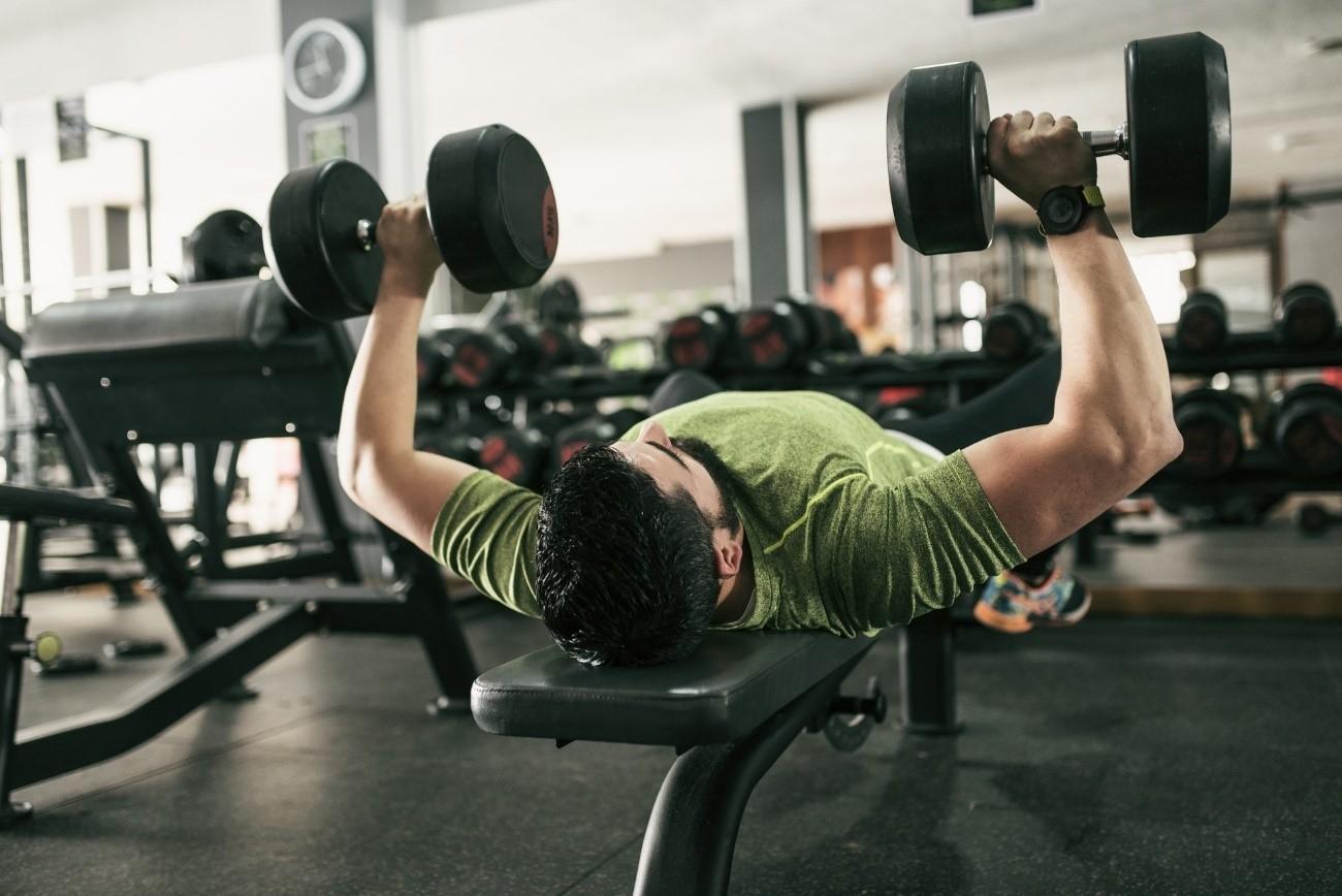El tiempo bajo tensión muscular y el tempo del levantamiento