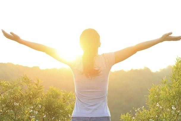: la piel es capaz de producir vitamina D al ser expuesta a la luz solar