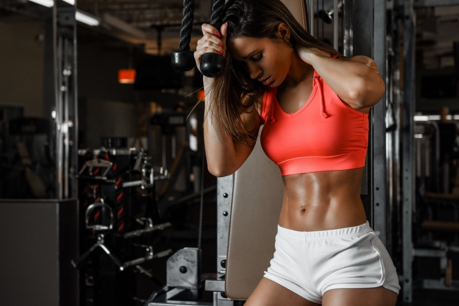 ¿Por qué se produce la tríada de la deportista femenina?