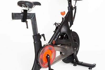 Bicicleta de spinning con monitor