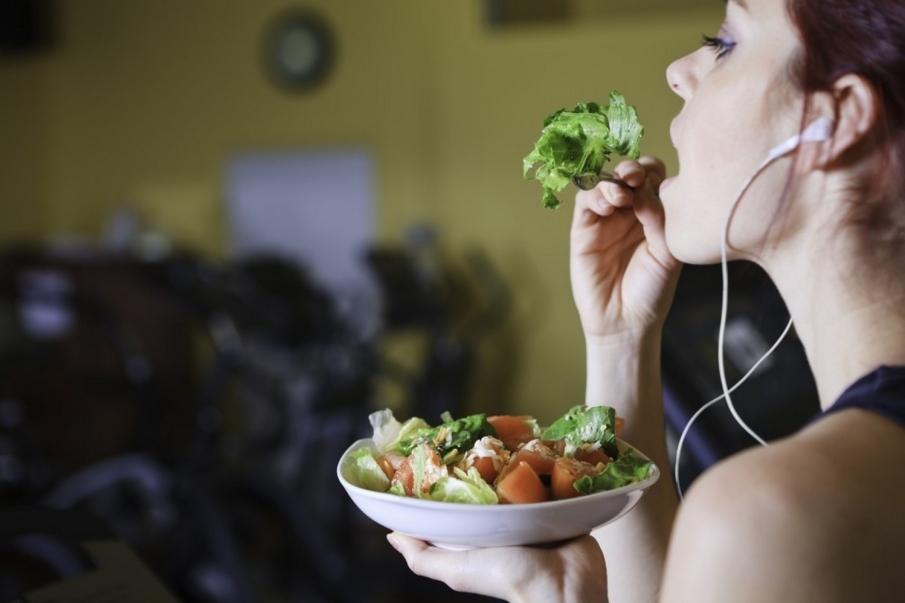 Nutrición peri-entrenamiento en lugar de ventana anabólica