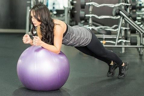 Ejercicio fortalecer Core - Plancha sobre fitball