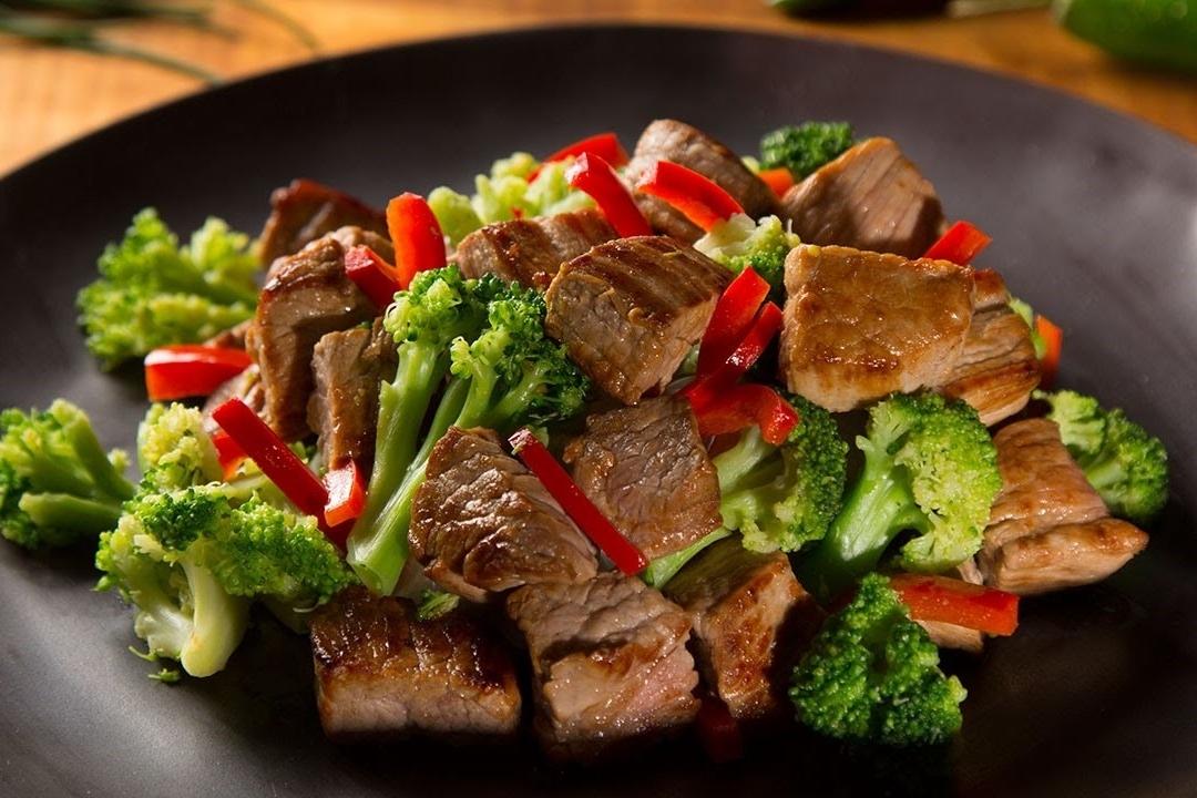 ¿Qué alimentos contienen cromo, y cuanta cantidad se requiere al día?