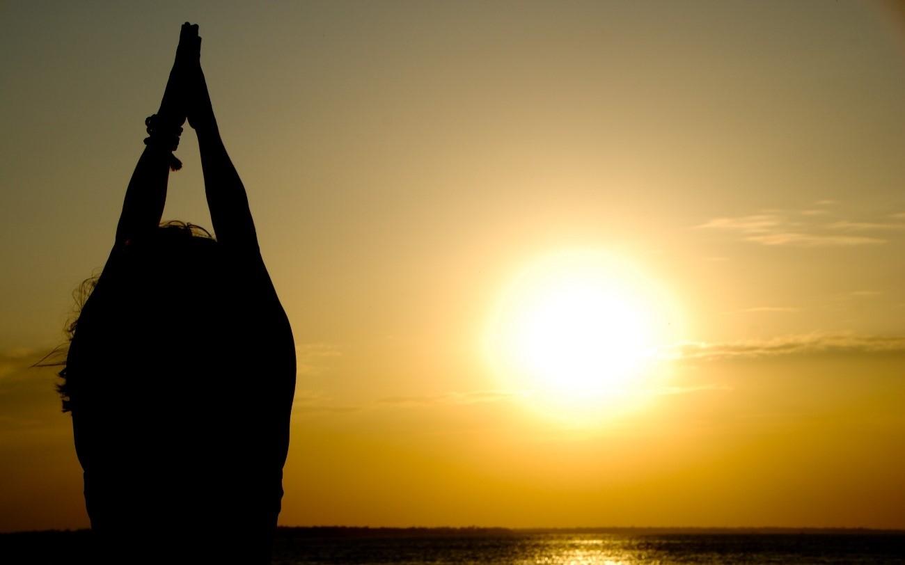 Saludo al sol en yoga ¿Qué es y qué beneficios tiene?