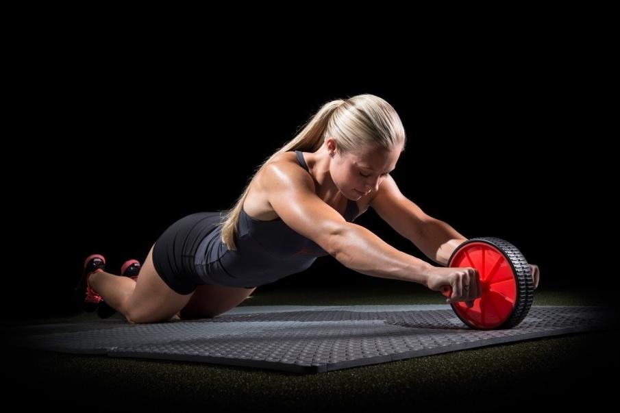 ¿Qué músculos trabaja la rueda abdominal?