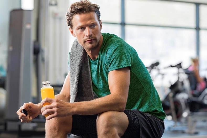 ¿Qué se debe buscar en una bebida intra-entreno para actividades deportivas de corta duración?