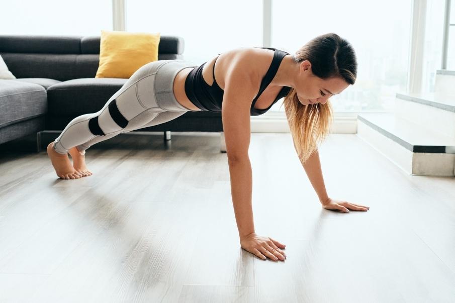 Rutinas de ejercicio en casa para trabajar cardio y músculos