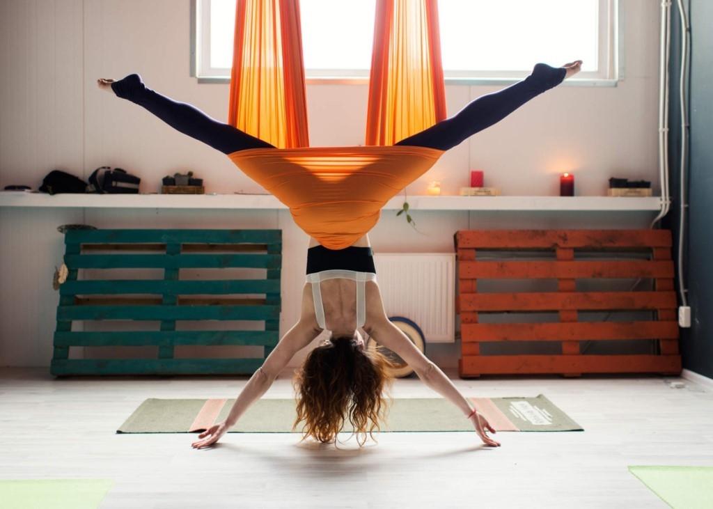 Yoga aéreo o aeroyoga: ¿Qué es y qué beneficios nos ofrece?